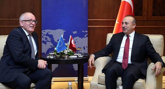 Bakan Çavuşoğlu, Timmermans ile telefonda görüştü