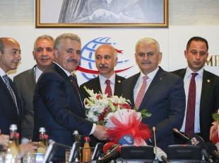 Yıldırım, bakanlık görevini Ahmet Arslana devretti