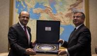 Milli Savunma Bakanı Fikri Işık görevi İsmet Yılmazdan devraldı
