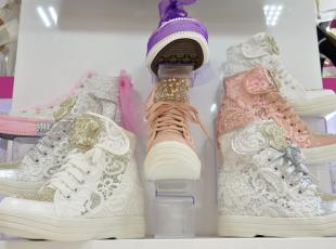 Gelin adaylarının tercihi spor ayakkabı