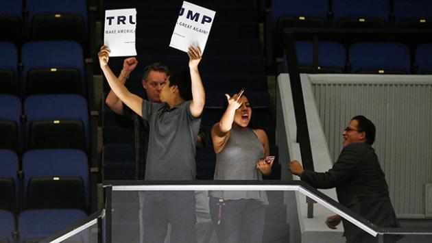 Trump yine protesto edildi