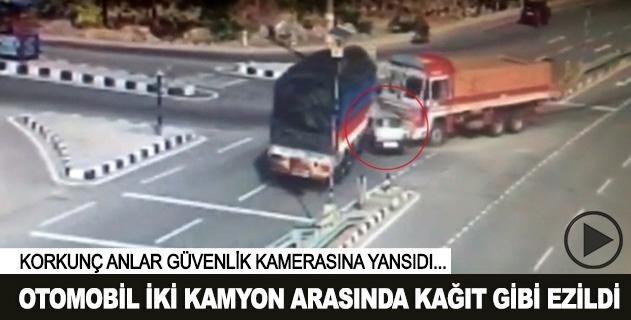 Otomobil iki kamyon arasında kağıt gibi ezildi