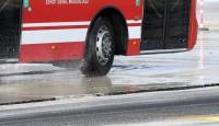 Otobüs şoförü akaryakıt çalarken yakalandı