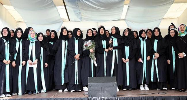 Avrupanın ilk imam hatipi ilk mezunlarını verdi
