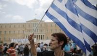 Yunan ekonomisi küçüldü