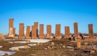 Orhun Anıtlarındaki üslup Ahlatta da görülüyor
