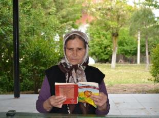 Ayşe nine okuma yarışmasının birincisi
