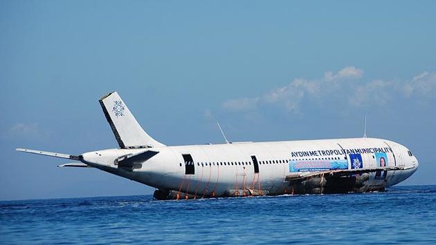 Aydında Airbus A300 tipi uçak böyle suya indirildi