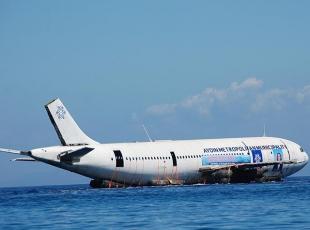 Aydında kargo uçağı suya indirildi