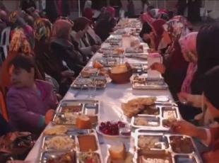 Mahalle sakinleri iftarı her gün birlikte yapıyor