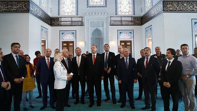 Cumhurbaşkanı Erdoğan Esenboğada yapılan camiyi inceledi
