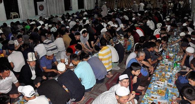TİKA Kırgızistanda bin kişilik iftar sofrası kurdu