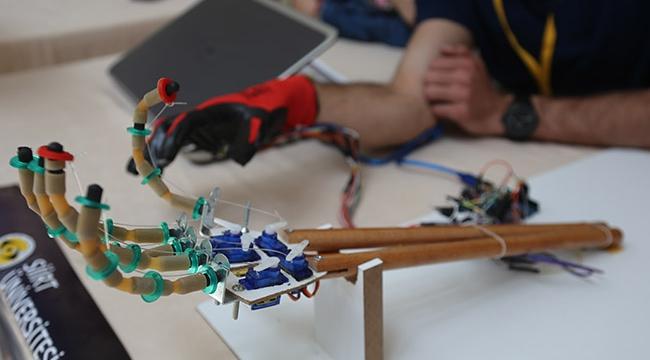 """Terör saldırılarına karşı """"robot el"""" geliştirdiler"""