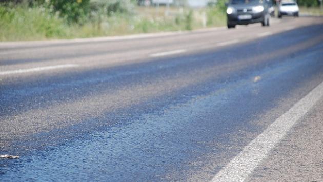 Sıcak hava asfalt eritti