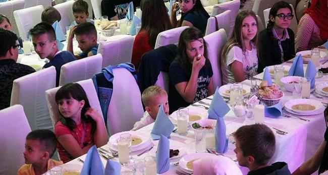 Bosnalı yetimler iftar sofrasında buluştu