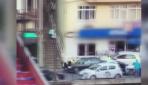 Polisi metrelerce sürükledi