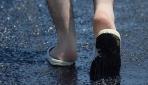 Antalyada sıcak hava asfaltı eritti