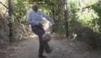 96 yaşında top peşinde koşuyor