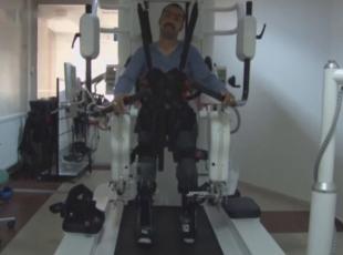 Felçli Afgan gence yürüme robotu umut oldu