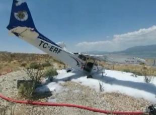Eğitim uçağı plaja zorunlu iniş yaptı