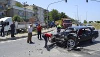 Zonguldakta otomobil kamyonla çarpıştı