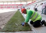 Eskişehirin yeni stadında çimler seriliyor