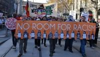 Avustralyada karşıt gösteriler düzenledi