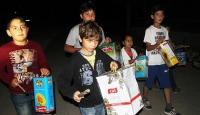 Mahalleliyi tenekeden davulla çocuklar sahura kaldırıyor