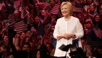 Clinton anketlerde Trumpı geride bıraktı