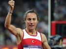 Milli atlet Aslı Çakır Alptekin, pistlere geri dönüyor