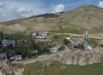 Cami köyde minareleri tepede