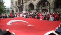 Alman Meclisinin Ermeni iddialarına ilişkin kararı protesto edildi