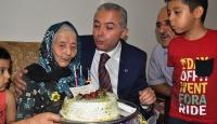 113üncü yaşını pasta keserek kutladı