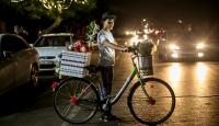 """Gazzenin bisikletli """"gül satıcıları"""""""