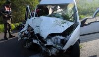 Panelvan ile traktör çarpıştı: 1 ölü, 6 yaralı