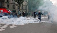 Fransada binlerce kişi sokaklara döküldü