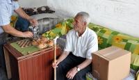 Yaşlı ve kimsesizlerin sofralarına iftar servisi