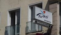 Avusturyada PKKlılar turizm ofisini bastı