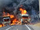 Van'da PKK'lı teröristler araçları yaktı