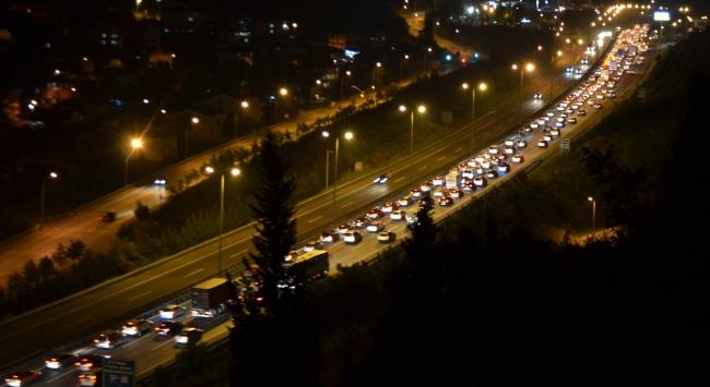 TEM Otoyolunda bayram trafiği