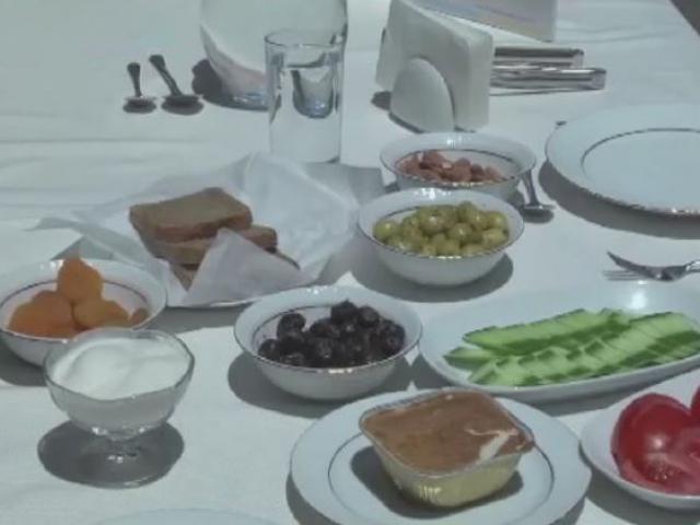 """Sağlık Bakanlığından """"örnek bayram kahvaltısı tabağı"""""""