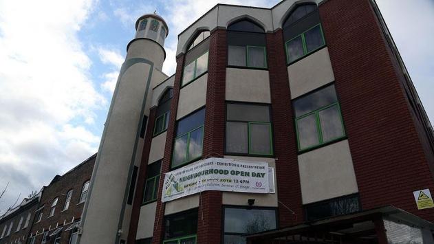 Londrada camiye çirkin saldırı