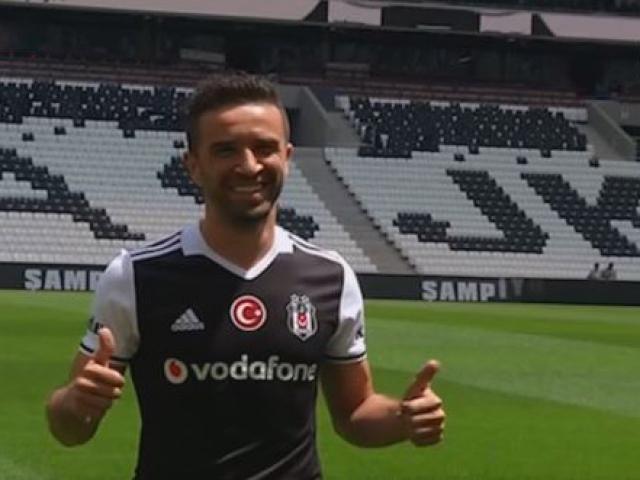 Gökhan Gönül yeni formasıyla Vodafone Arenada