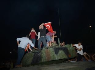 İstanbul ve Ankara'da darbe girişimi