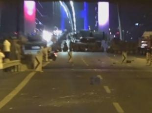 Boğaziçi Köprüsünde askerler vatandaşlara böyle ateş açtı
