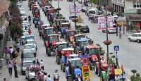 Darbe girişimine tepki için 300 traktörle konvoy oluşturdular