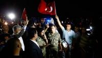 Millet vatan ve demokrasi nöbeti tutuyor