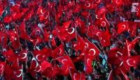 Türk bayrağına talep arttı, kumaş yetişmiyor