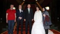 Cumhurbaşkanı Erdoğan demokrasi nöbetine katılan gelin ve damadı kabul etti