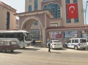 Polis ekiplerinin Turgut Özal Üniversitesi önünde bekleyişi